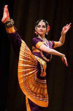 Folk Dance, Dance Art, Beauty Full Girl, Beauty Women, Dancer Photography, Indian Classical Dance, Anatomy Poses, Celebrity Drawings, Dance Poses