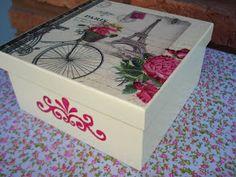 Esta Caja de Té tiene cuatro divisiones y está disponible.     Puede ser usada también como organizador de Bijou.     Si te gusta dejanos...