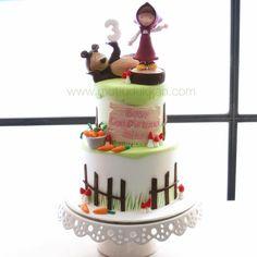 Masha and the Bear cake ❤️ #mutludukkan #sekerhamuru #butikpasta #sugarart #mashapasta