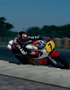 Barry Sheene Street Motorcycles, Yamaha Motorcycles, Grand Prix, Motorcycle Racers, Old Bikes, Super Bikes, Road Racing, Vintage Racing, Scale Model