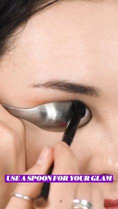 Eyebrow Makeup Tips, Makeup Tutorial Eyeliner, Beauty Makeup Tips, Contour Makeup, Skin Makeup, Eyeshadow Makeup, Makeup Hacks, Contouring, Makeup Makeover