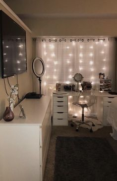 simple and beautiful teen room decor ideas for girls - house - Apartment Decor Cute Room Ideas, Cute Room Decor, Teen Room Decor, Bedroom Decor, Teen Bedroom, Bedroom Inspo, Room Decor With Lights, Tumblr Rooms With Lights, Beauty Room Decor