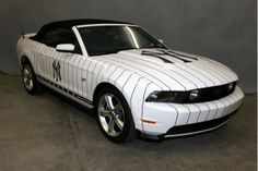 New York Yankees cars | Custom New York Yankees 2010 Ford Mustang GT Up For Auction
