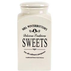MRS. WINTERBOTTOM'S Süßigkeitendose Diese Vorratsdose ist reserviert für Ihre Lieblings-Süßigkeiten, Plätzchen und Naschereien. Bei der Serie Mrs. Winterbottom's ist an alles und jeden gedacht. Dies und das lässt sich mit den traditionellen Dosen, Flaschen, Töpfen, Schalen, Kannen etc. aufbewahren und/oder auftischen. Jedes Teil ist aus Steinzeug exklusiv für Butlers gefertigt und trägt ein ...