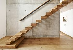 Ammann Treppen – Kragarmtreppen Staircase Railings, Modern Staircase, Stairways, Stairs In Living Room, House Stairs, Living Room Decor, Stairway Decorating, Home Stairs Design, House Extensions