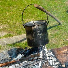 Lørdags kaffe coming up.... #coffee #bål #eventyretstarteridinbaghave #outdoor #outside #weekend #weekendhygge