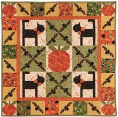 Easy Sewing Projects for Halloween - Patchwork Posse Halloween Quilts, Halloween Quilt Patterns, Halloween Sewing, Halloween Table, Halloween 2013, Homemade Halloween, Halloween Stuff, Halloween Crafts, Halloween Decorations