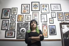 "Profesora de artes visuales de profesión, dejó las salas de clases para plasmar su arte en la piel de las personas. Daniela ""Lala"" Cortés (31), conversó con Cultura en Tinta sobre los grandes cambios que ha vivido el tatuaje en Chile y su desarrollo personal en el mundo artístico. Gallery Wall, Frame, Chile, Home Decor, World, Art Teachers, Visual Arts, Culture, Artists"