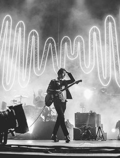 I'm mad or upset I just turn on Arctic Monkeys and Alex Turners voice makes me feel better 🎶 Alex Turner, Will Turner, Arctic Monkeys Wallpaper, Monkey Wallpaper, Matt Helders, The Wombats, Monkey 3, The Last Shadow Puppets, Concert Photography