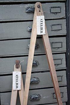 comptoir ancien comptoir d 39 atelier en bois patine d 39 aujourd 39 hui en noir mat et cir dessus en. Black Bedroom Furniture Sets. Home Design Ideas