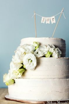 Elegant & Simple wedding cake with flowers // Wedding at the Fairmont Mayakoba, Playa del Carmen Mexico melissa-mercado.com