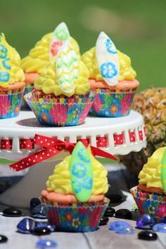 Surfboard cupcakes a
