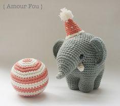 { Amour Fou | Crochet }: { Gustav, the balancing elephant... }