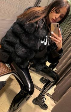 Selfies, Shiny Leggings, Fox Fur Coat, Fetish Fashion, Pants For Women, Clothes For Women, Blond, Leather Pants, Casual Outfits