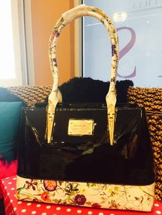 Awesome New Italian Leather Handbag For Serenade Isis Beauty Day Spa Ph 45670066 299 In Stock Now Isisbeautysalonwarwick Au