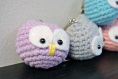 Crochet Amigurumi Owl Schlüsselanhänger  Material: Weiches Baumwollgarn mit Polyesterfaser Füllung gefüllt  Dieses Produkt ist auf Bestellung
