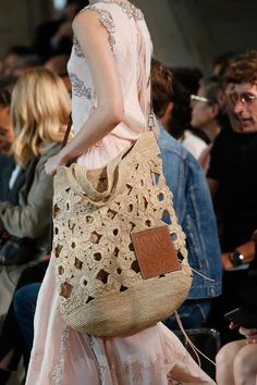The takeaway 10 of the most stylish trends from the shows – a photo essay – Artofit Crochet Doily Rug, Crochet Tote, Crochet Handbags, Knit Crochet, Fashion Week, Fashion Bags, Spring Look, Pouch Pattern, Macrame Bag