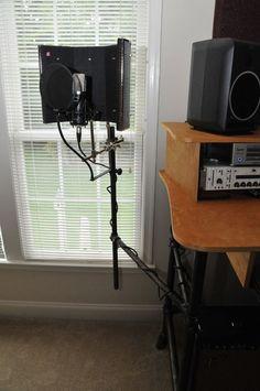 Rolling Recording Desk with microphone stand . - Rolling recording desk with microphone stand Home Studio Setup, Music Studio Room, Audio Studio, Studio Ideas, Recording Studio Desk, Recording Booth, Studio Musica, Home Studio Musik, Microphone Studio
