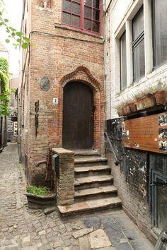 De Garre. Brugge.  THE door.