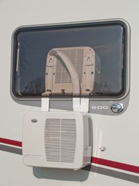 This camper AC is definitely on my wishlist! Mobile Air Conditioning for Camper. looks so much better then putting a window… Camping Ideas, Camping Glamping, Camping Hacks, Camping Box, Outdoor Camping, Camper Life, Rv Campers, Camper Trailers, Custom Campers