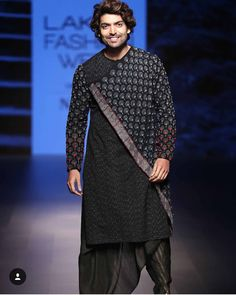 Freshen Up Your Wardrobe with a Touch of Exclusive Styles. Inspired by INCHSTREET. Shop Now! Mens Indian Wear, Mens Ethnic Wear, Indian Groom Wear, Indian Men Fashion, Indian Man, Mens Fashion, Ethnic Fashion, Wedding Dresses Men Indian, Wedding Dress Men