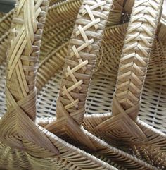 Ribbed Hearth Baskets with Fancy Cane Handles Pattern - Bowers Bamboo Weaving, Willow Weaving, Weaving Art, Paper Basket Weaving, Basket Weaving Patterns, Newspaper Basket, Newspaper Crafts, Hawaiian Crafts, Nantucket Baskets