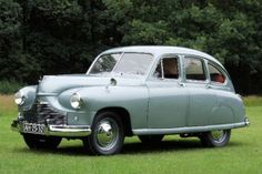 Standard Vanguard 1951 My Dad owned one of these - he loved it and regretted selling it for years afterwards. I remember it had a bench front seat; leather, of course! Retro Cars, Vintage Cars, Antique Cars, Art Postal, Classic Cars British, Cars Uk, Montage Photo, Car Photos, Oeuvre D'art