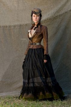 Megan Fox in Jonah Hex. I love this look for steampunk- not too many gadgets and gizmos, just pretty lines. Mode Steampunk, Steampunk Cosplay, Victorian Steampunk, Steampunk Clothing, Steampunk Fashion, Victorian Fashion, Gothic, Costumes Western, Wild West Costumes