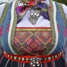 Bilderesultat for bringeduk fra valdres Folk Costume, Costumes, Sons Of Norway, Folk Fashion, Scandinavian Design, Folk Style, Traditional, Clothing, Ideas
