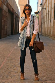 Chaleco/Vest: Stradivarius (SS 13)  Botines/Booties: It Shoes (SS 13)  Camisa/Shirt: Zara (FW 12)  Vaqueros/Jeans: True Religion  Cinturón/Belt: Atrium NY  Collar/Necklace: Les Colliers d´Annie (new)  Bolso/Bag: Loewe Madrid  Gafas de sol/Sunnies: Bottega Veneta (Sáfilo SS 13)
