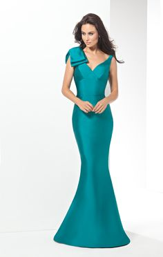 Eleni Elias Prom The fabric in this Eleni Elias Prom style is Mikado This evening gown is perfect for prom, or even a formal wedding, to be worn by the Prom Dresses 2016, Designer Prom Dresses, Dressy Dresses, Wedding Bridesmaid Dresses, Bridal Dresses, Prom 2016, Plus Size Evening Gown, Plus Size Gowns, Women's Evening Dresses