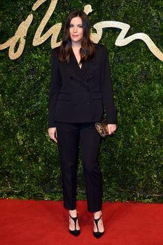 British Fashion Awards veja as fotos e ganhadores do evento Liv Tyler, Grace Wales Bonner, Karl Lagerfeld, Celebrity Photos, Celebrity Style, Burberry, Reality Shows, British Fashion Awards, Mode Jeans