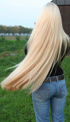 This is so pretty! I wish I saw more girls with long blonde hair!
