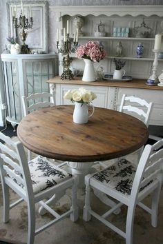 Vintage French Country Dining Room Design Ideas (38) Shabby Chic Dining Room, French Country Dining Room, Shabby Chic Farmhouse, Chic Living Room, Shabby Chic Kitchen, Shabby Chic Homes, Kitchen Decor, Living Rooms, Farmhouse Style