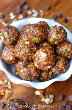 Healthy Almond Energy Balls | Layers of Happiness blog