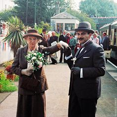 Poirot and Miss Marple actors David Suchet and Joan Hickson meet for the first time in 1990 for Agatha Christie's centenary celebration in her hometown of Torquay. & check folks in background too. Hercule Poirot, Agatha Christie's Poirot, Miss Marple, Best Mysteries, Murder Mysteries, Detective, Bbc Radio Drama, David Suchet, Mystery Novels