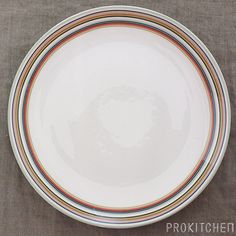 毎日が楽しくなるキッチン用品のセレクトショップ 『プロキッチン』: イッタラ (iittala) オリゴ (Origo) プレート 26cm グリーン
