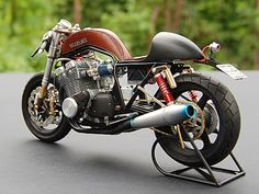 RocketGarage Cafe Racer: Cafe Racer in Scala ridotta Suzuki Cafe Racer, Suzuki Motorcycle, Cafe Racer Motorcycle, Moto Cafe, Cafe Bike, Cafe Racer Bikes, Cafe Racer Style, Custom Cafe Racer, Cafe Racing