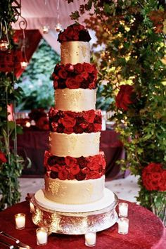 Combine your wedding cake with mounds of roses for a lovely Feb. wedding centerpeice