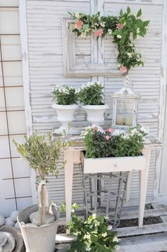 Shabby chic living - ideal for the summer garden Shabbychic house house… - Diydekorationhomes.club - Shabby chic living – ideal for the Shabbychic summer garden house house … - Jardin Style Shabby Chic, Cottage Shabby Chic, Shabby Chic Garden Decor, Shabby Chic Mode, Shabby Chic Kitchen, Shabby Chic Furniture, Shabby Chic Porch, Cottage Porch, Romantic Cottage