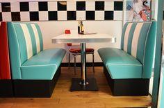 #arredo annni 50  #lusima #arredamento americano anni 50 #arredo vintage #www.americanstylelusima.it #divanetto vintage #booth #tavolo anni 50