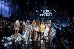 Pin for Later: Toutes Les Photos du Défilé Victoria's Secret, C'est Par Ici Défilé Victoria's Secret 2014