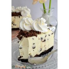 Creamy and delicious Chocolate Chip Cheesecake - perfect for a tuesday afternoon 😊💕 Chocolate Chip Cheesecake, No Bake Cheesecake, Coffee Time, Tea Time, Tuesday Afternoon, Delicious Chocolate, Chocolate Lovers, White Chocolate, Nutella