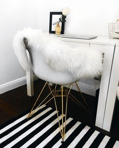 Inspired by iconic designs of the 50s and 60s, the Neo Flair accent chair will add a retro vibe to any area. Featuring a white bucket-style, ABS seat and a geometric base with gold metal legs, this chair is oh-so-chic. The perfect addition to an office, bedroom or dining area, this chair is great for almost any space.