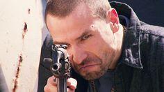 Rafael Amaya, Aurelio Casillas, disparando fusil, El Señor de los Cielos 3