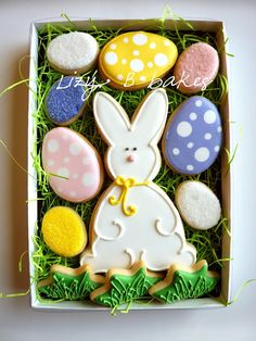 how cute to put these #Easter cookies in a box like this