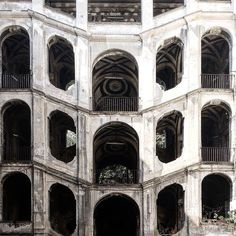"#staircase as a #stage in #palazzo #sanfelice | "" #buildings are used as a #popular #stage. They are all divided into #innumerable #simultaneously #animated #theatres. #balcony  #courtyard  #window  #entrance #way  #staircase  #roof are at the same time #stages and #boxes "" Walter #benjamin in #Naples [[[ #facade #project ]]] {{{ #italy #architecture #texture }}}"