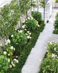 15 beautiful side yard garden path design ideas - Wholehomekover If you want . 15 beautiful side y Rose Garden Design, Small Garden Design, Formal Garden Design, White Gardens, Small Gardens, Small Courtyard Gardens, Outdoor Gardens, Garden Ideas Nz, Path Design