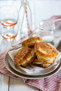 Mozzarella in Carrozza. Mozzarella in carrozza a thick slice of melting mozzarella sandwiched between two slices of deep fried bread an Italian classic. Wrap Recipes, Milk Recipes, Cooking Recipes, Vegetarian Recipes, Chef Recipes, Cooking Ideas, Recipies, Appetizer Dips, Appetizer Recipes