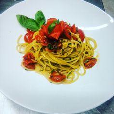 Spaghetti alla carrettiera!!! :) #picoftheday #photooftheday #food #spaghetti #foodporn #ciliegino #basilico #decorazione #decoration #pasta